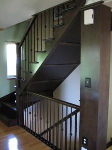 Escalier fermé finition bois
