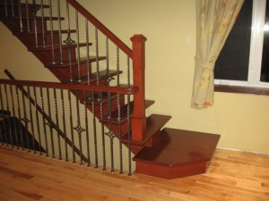 Escalier limon central bois et métal